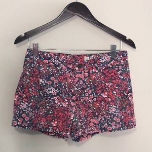 GAP Floral Kacki Shorts Size 2 Red and Navy Blue